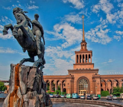 colors-of-yerevan-buildings-and-statues-of-pink-city