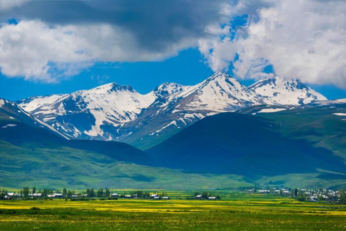 Самая высокая вершина в Армении - Гора Арагац