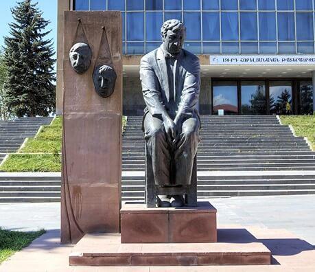 Памятник Фрунзику Мкртчяну