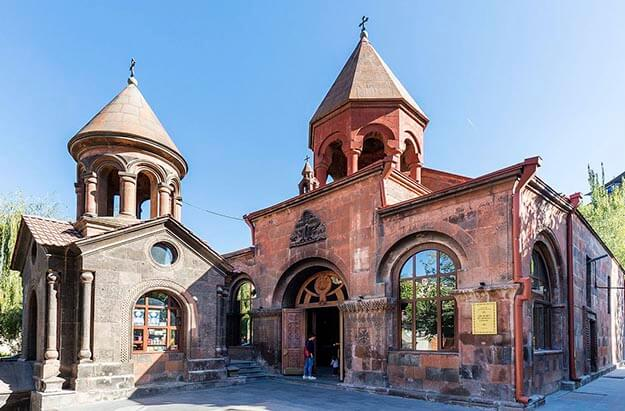Zoravar Surb Astvatsatsin Church